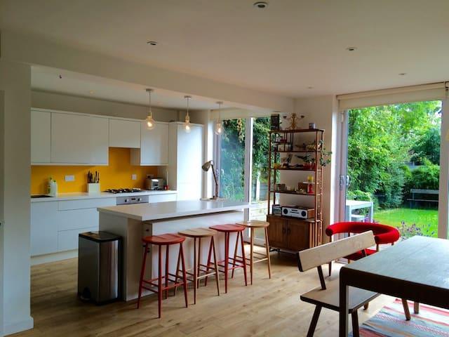 Wonderful family home, Queen's Park / Kensal Rise - Londen - Huis
