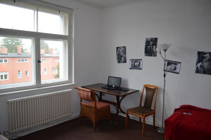Cozy room near subway in green neighbourhood - Berliini - Huoneisto