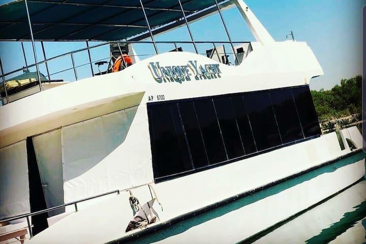 Muscat Yacht