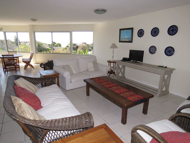 Lagoon Terraces,  spacious 3 bedroom Apt in Plett