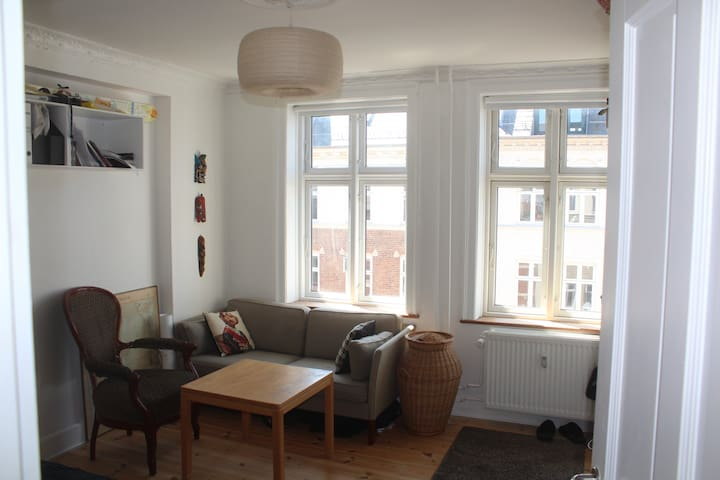 Bright and central cozy 2-room apt.