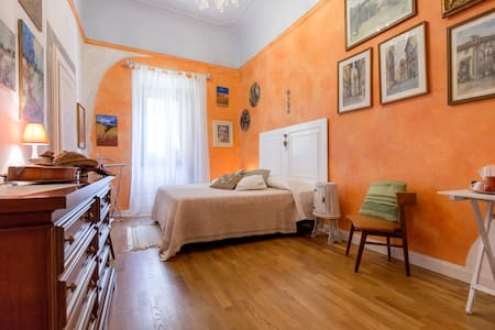 Room Orange 3333