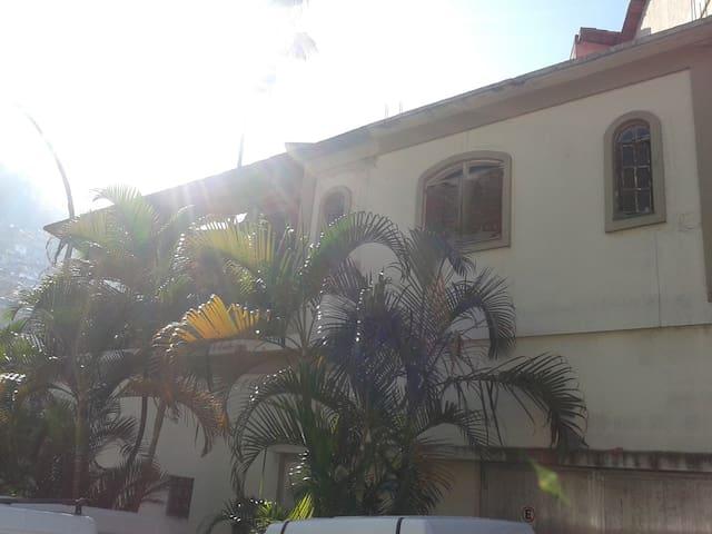 alugo quarto individual em Copacabana - Rio - House