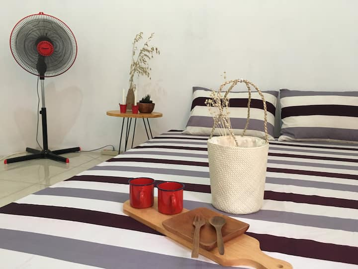 Rooms by Rea  (8 minutes walk to the sunset beach)