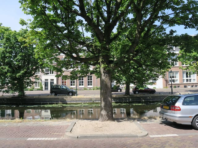 Exquisite apartment on a canal (gracht) - Haga - Apartament