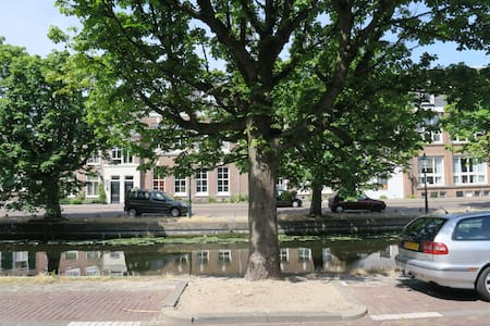 Exquisite apartment on a canal (gracht) - Den Haag - Apartemen