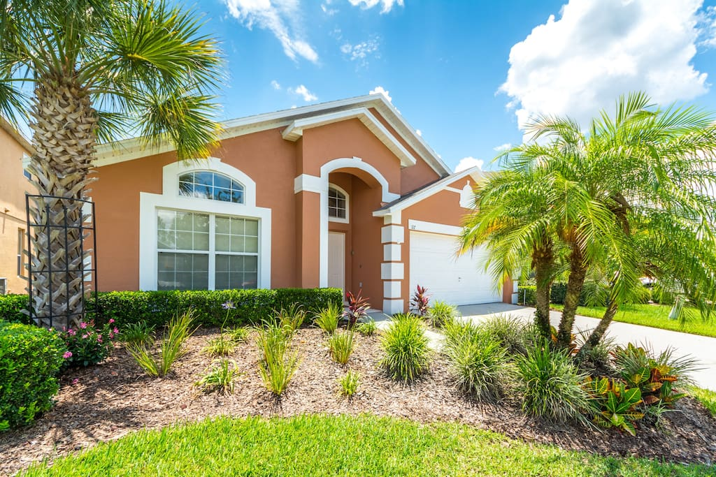 Palm Trees, Blue Skies and a Beautiful Home!!