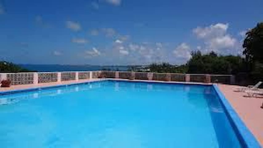Bermuda 3 double bed Condo near town