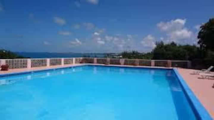Bermuda 3 double bed Condo near town