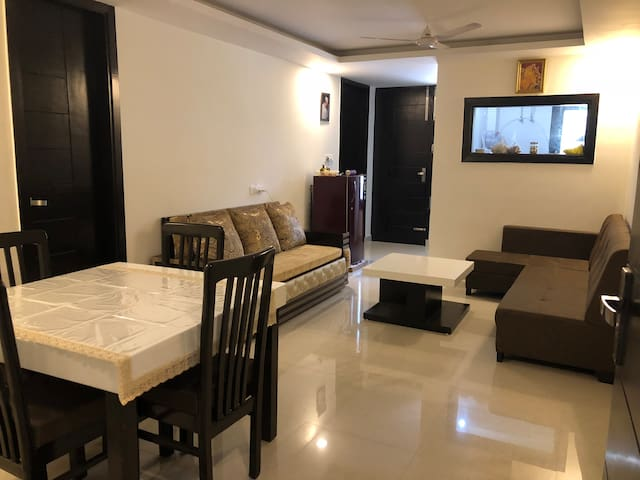 Spacious Entire Apartment Over Looking Hills