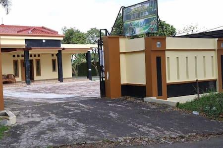 Villa BayLan Cisaat Sukabumi
