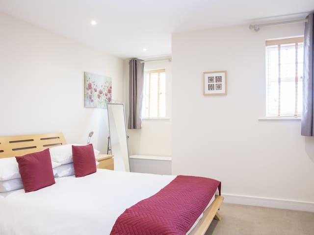 Abingdon 02 Apartment