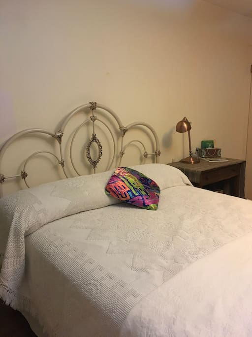 Queen Bed w/ Bamboo Sheets
