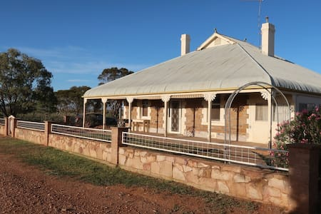 'Gay-Hall' Homestead Stay, Quorn, Flinders Ranges