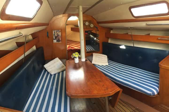 Cabine double sur voilier authentique