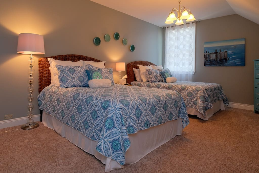 Spacious room with 2 Queen beds
