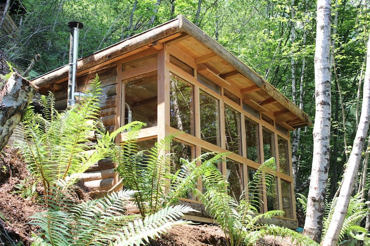 Remote log cabin French Pyrenees