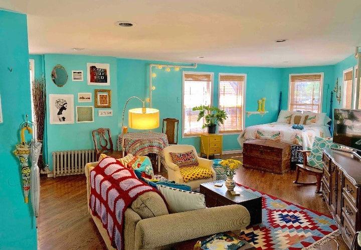 Bohemian apartment in trendy DWNTWN Jersey City!!