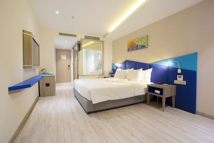 4 Star Hotel-Near Beach-1 Large Bed-Sup 1