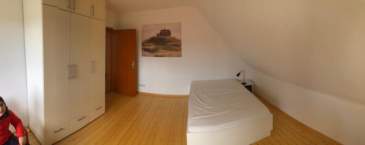 Nr. 2: Modernes helles Zimmer im Weserbergland