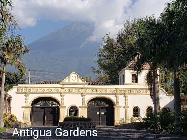 Antigua Gardens, Casa del Aviador