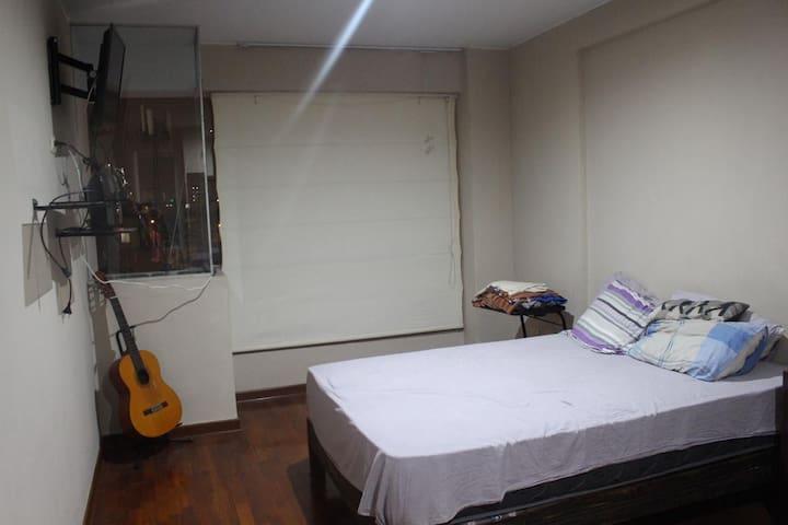 Cuarto amplio con baño dentro en San Isidro