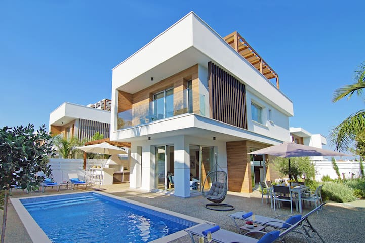 Lily-villa with pool for family and friends