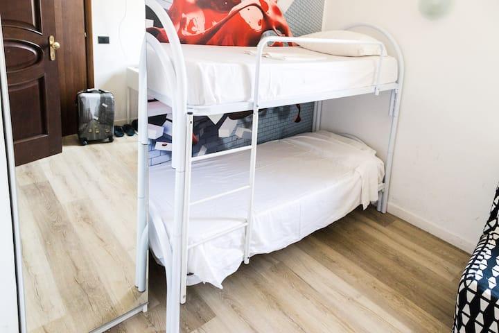 Ostello, letto in camera mista con bagno
