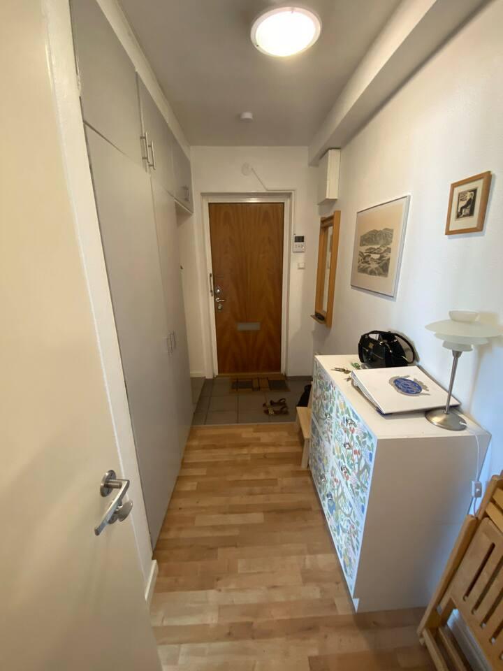 A separate flat 13 mins away from Linneaplatsen!