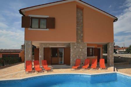 5 Bedrooms Home in Barban - Barban