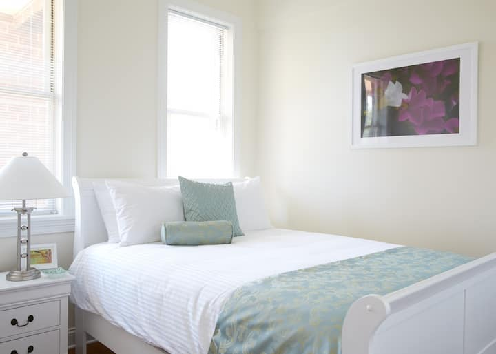 2BD/2BA Luxury Apartment - Roof Deck Access