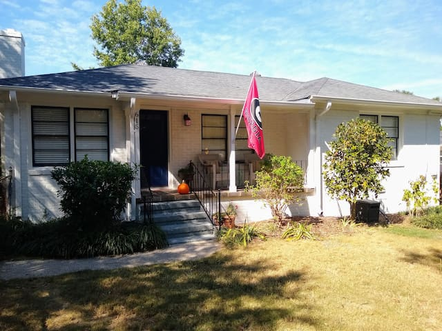Cute 2 BR Normaltown Cottage 2 mi. to Downtown/UGA