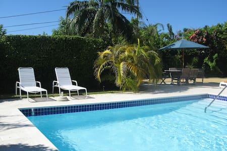 Natalia Studio & Pool, Bermuda - Warwick - Leilighet