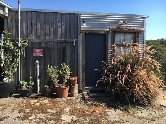 The Shed, rustic rural Aussie Cabin - Buttai - Cabana