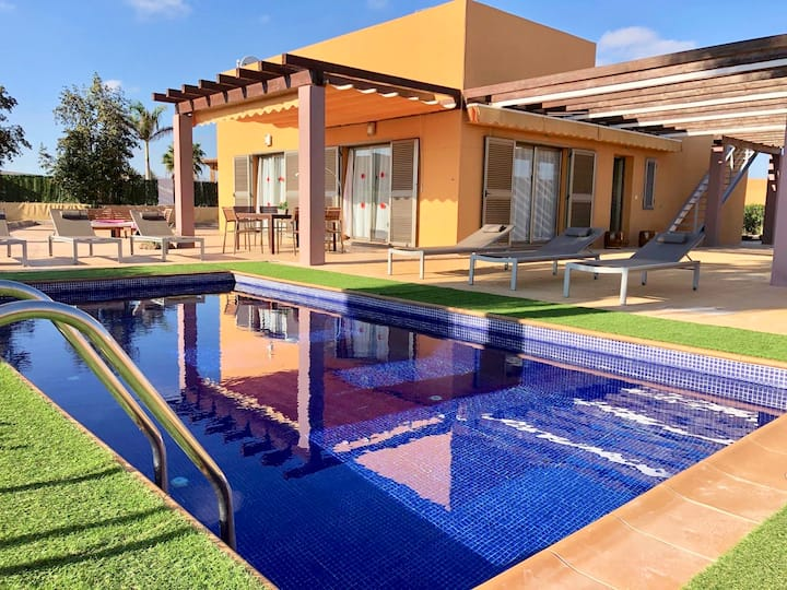 Villa Caprice, HEATED Pool, Sea&golf course Views.