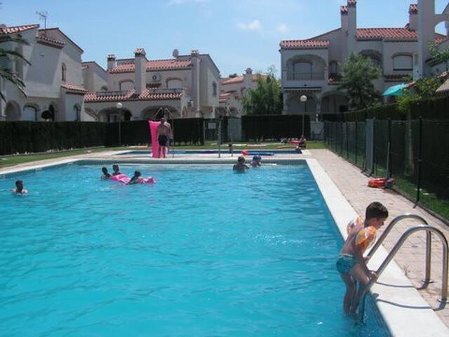 Rez-de-chaussée avec jardin privé-2 - Miami Platja - Дом