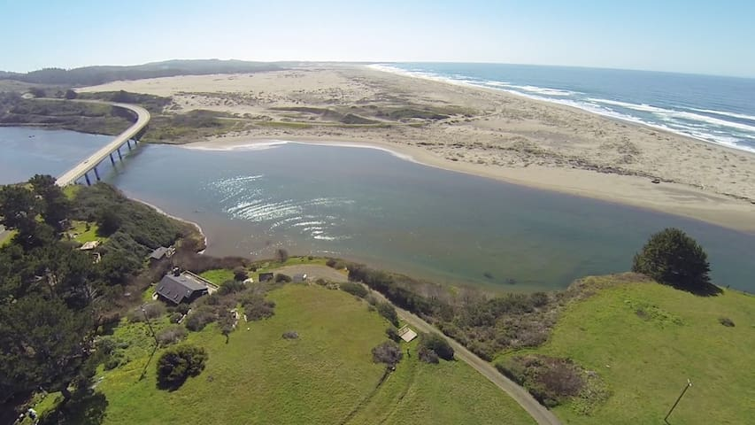 Ten Mile River and Beachfront Home. - Fort Bragg