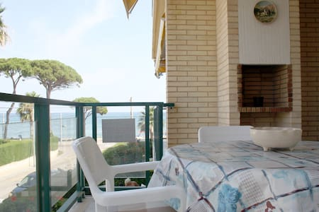 Huge terrace at just5m to the beach - Cambrils