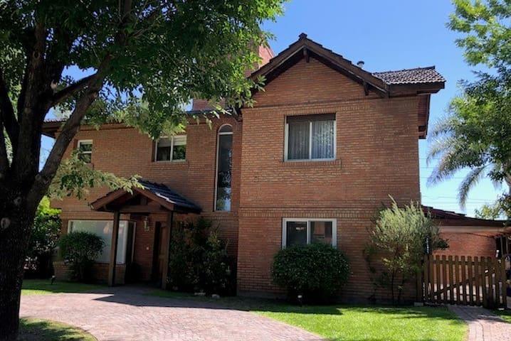 Casa en Barrio Privado con 3 dormitorios en suite