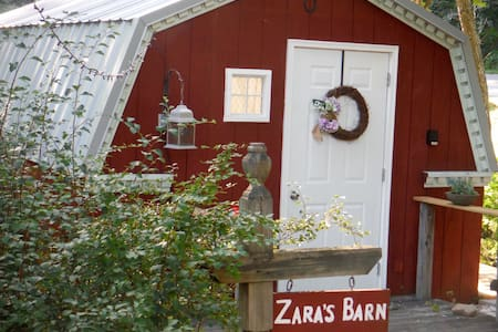 Zara's Barn with private Bathhouse! - Fairview