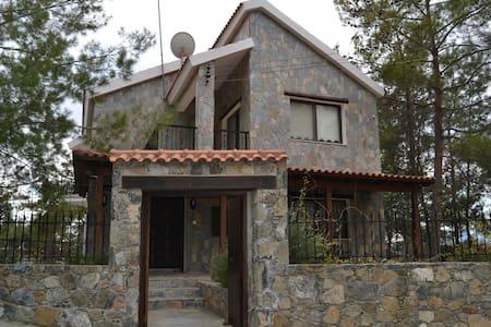 Moniatis Forest House - Moniatis - Hus