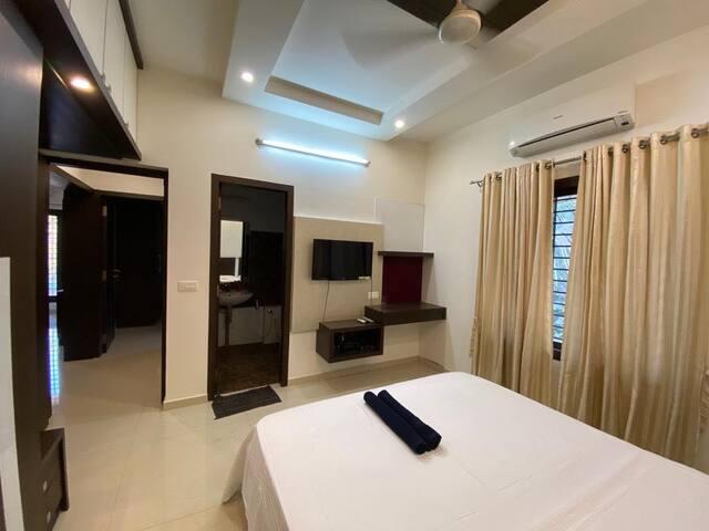 ★ Private room in a lavish sea facing villa ★