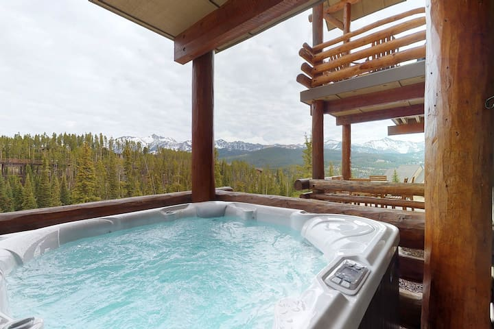 Ski-in/ski-out townhome with access to a shared pool, hot tub, & fitness center!