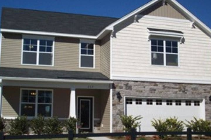 Cozy 1BD w/ parking in suburbs near Charleston - Goose Creek - Hus