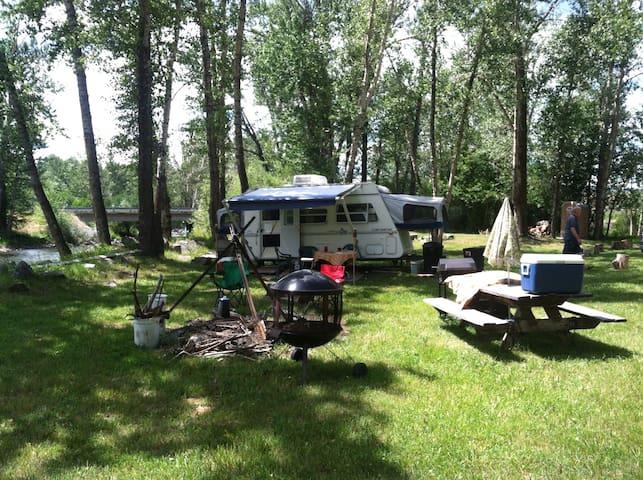 Camp on River - Bozeman - Camper/RV
