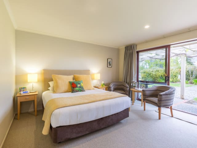 Fantail Suite - Accent House Luxury Boutique B&B