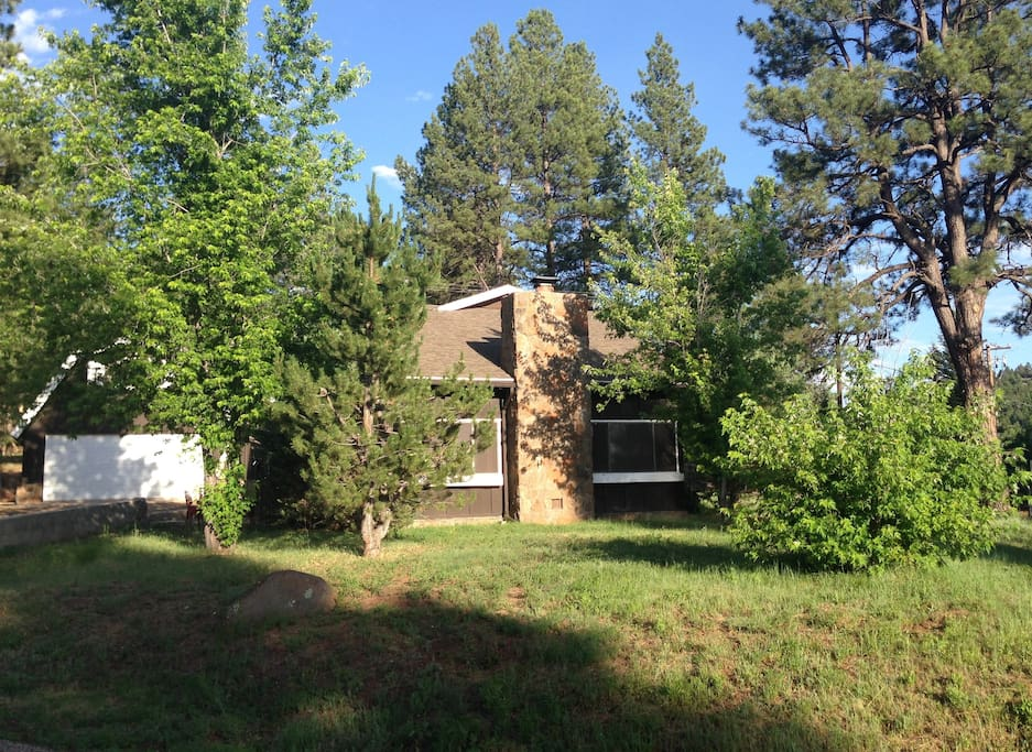 House sits on the edge of the Coconino National Forest