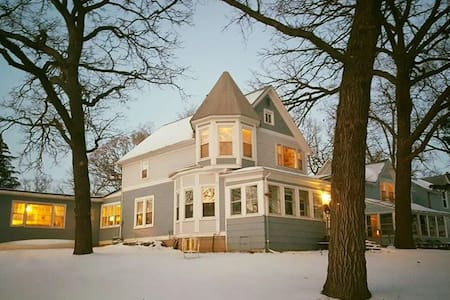#1  Lake House Old Charm - Antioch