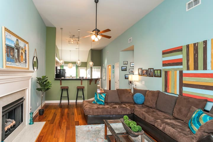 7 BEDS Renovated Artist's Home 3 MILES TO DOWNTOWN