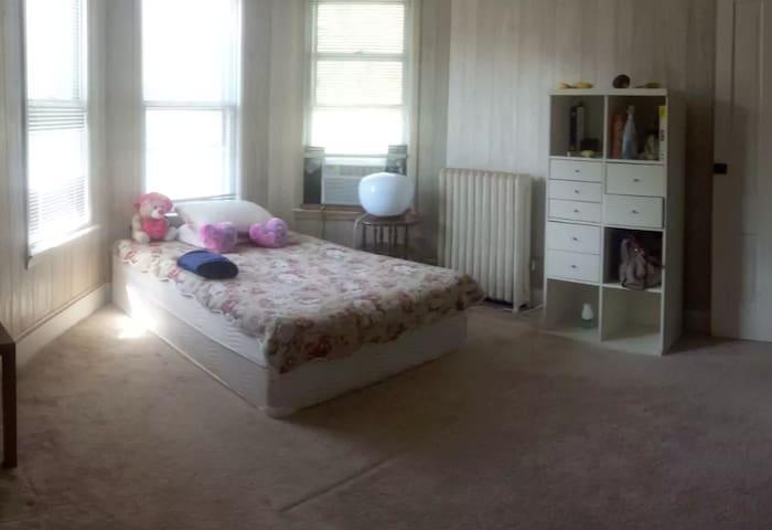 Beautiful, spacious room by Princeton University - Princeton - Haus
